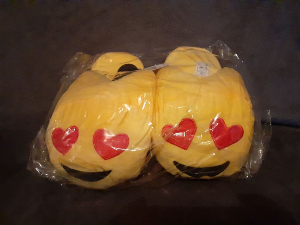 Adult Emoji Slippers ( Love Hearts ) ( Adult Sizes 8-9 )